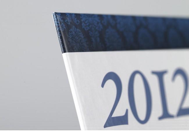 Finition des coins avec rembordage sur les calendriers de banque