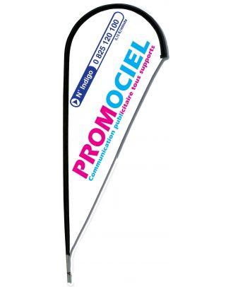 Le kit mat Plumeline 2 m personnalisé est un drapeau en forme de plume, dont la voile est appelée Plumeline. La voile du kit mat Plumeline 2 m personnalisé est confectionnée sur une maille polyester 115 g/m2, à point canette indémaillable 3 fils bloqués,